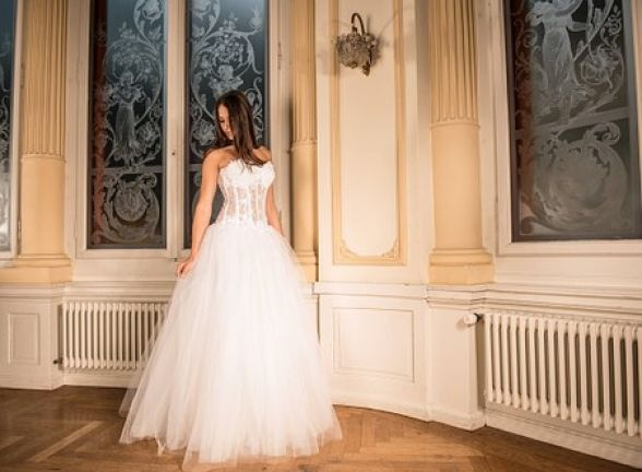 wedding-dress-301817__340.jpg